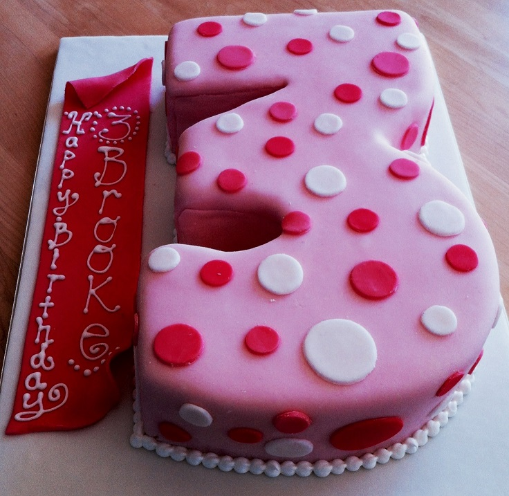3 year old birthday cake sculpted Gteau de Ville