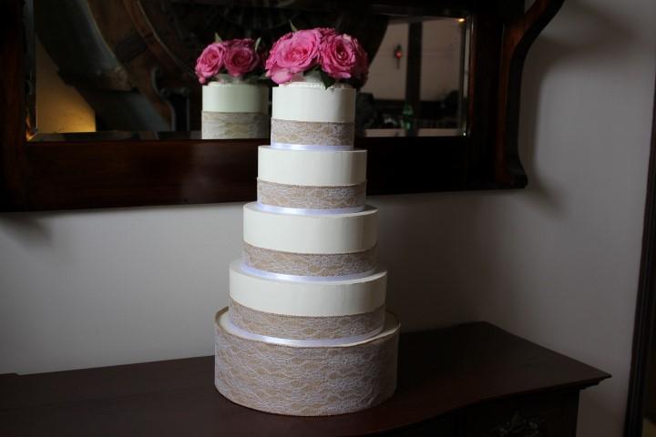 Burlap buttercream wedding cake, Au Vieux Moulin. My City Cake
