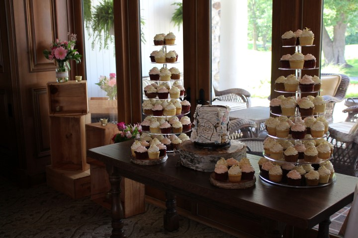 Rustic wedding cake table, Beaconsfield Golf Course. My City Cake