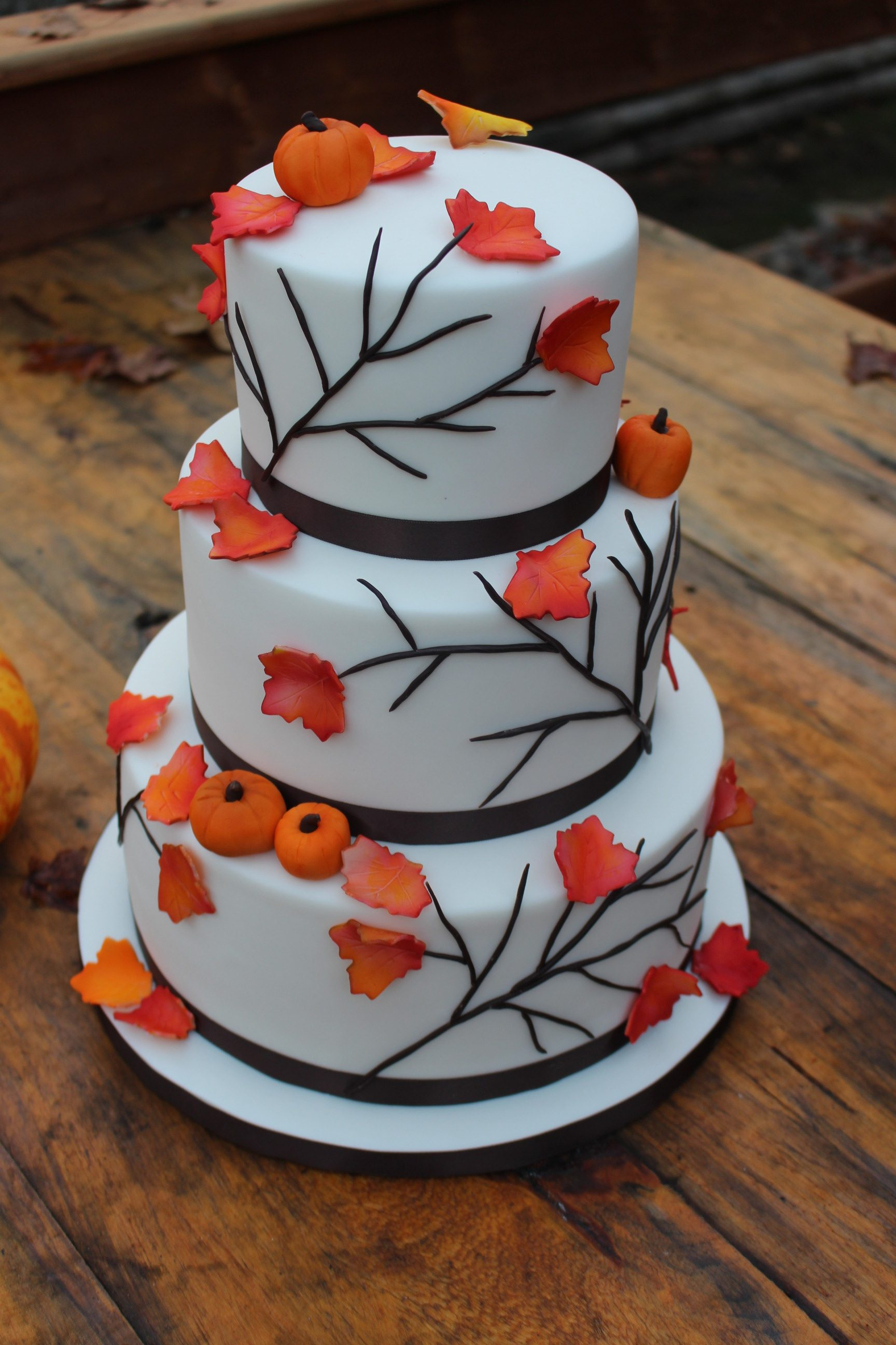 fall-theme-wedding-cake